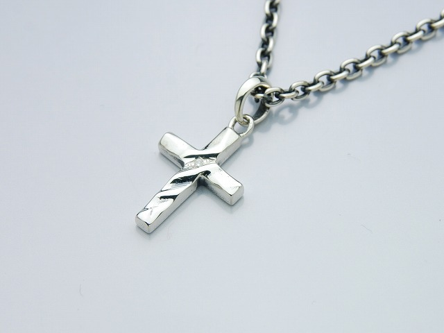 TINY SILK CUT CROSS
