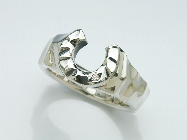 SILK HORSE SHOE RING 1DIA