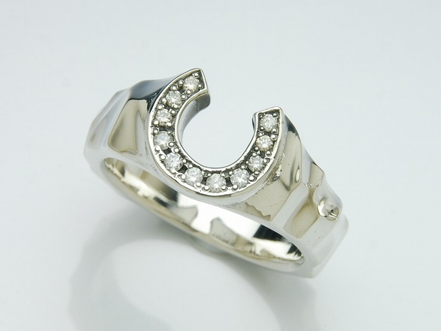 SILK HORSE SHOE RING