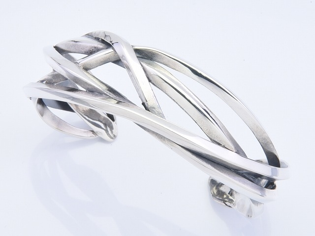 RAGING WIRE BANGLE