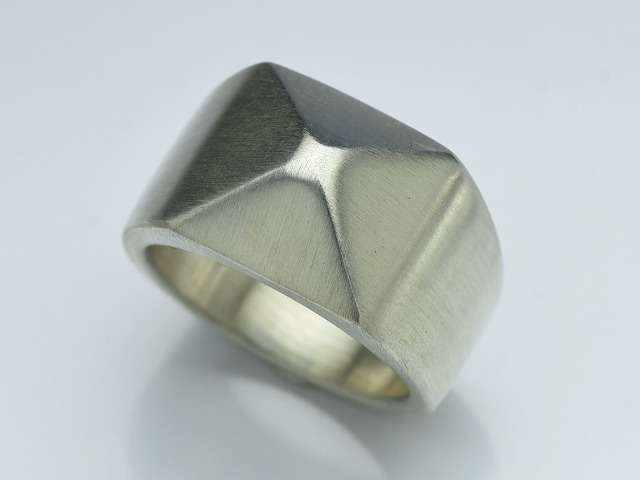 ONE STUDS RING